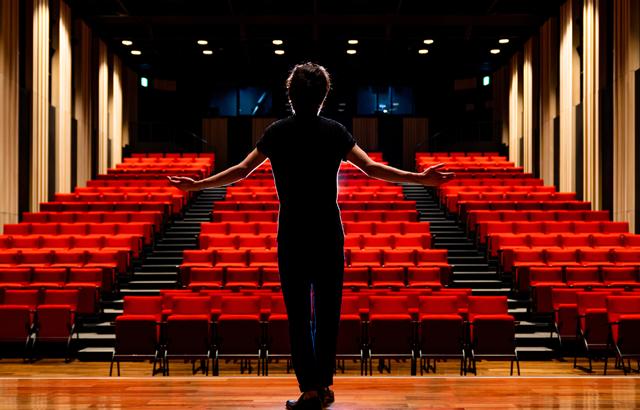 舞台俳優と付き合いたい場合の方法や注意点とは?