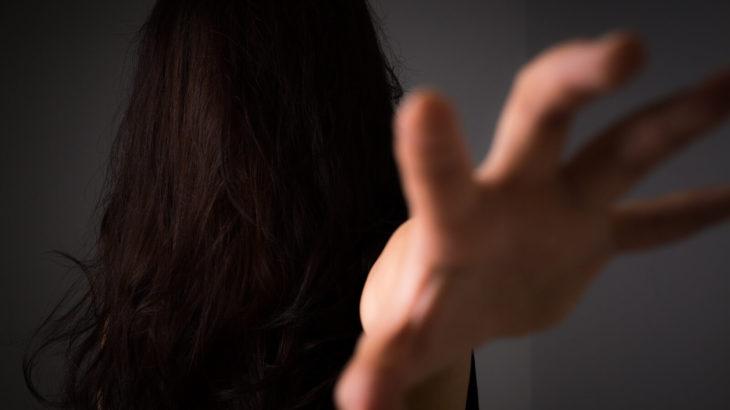 離婚させる呪いをかける女性