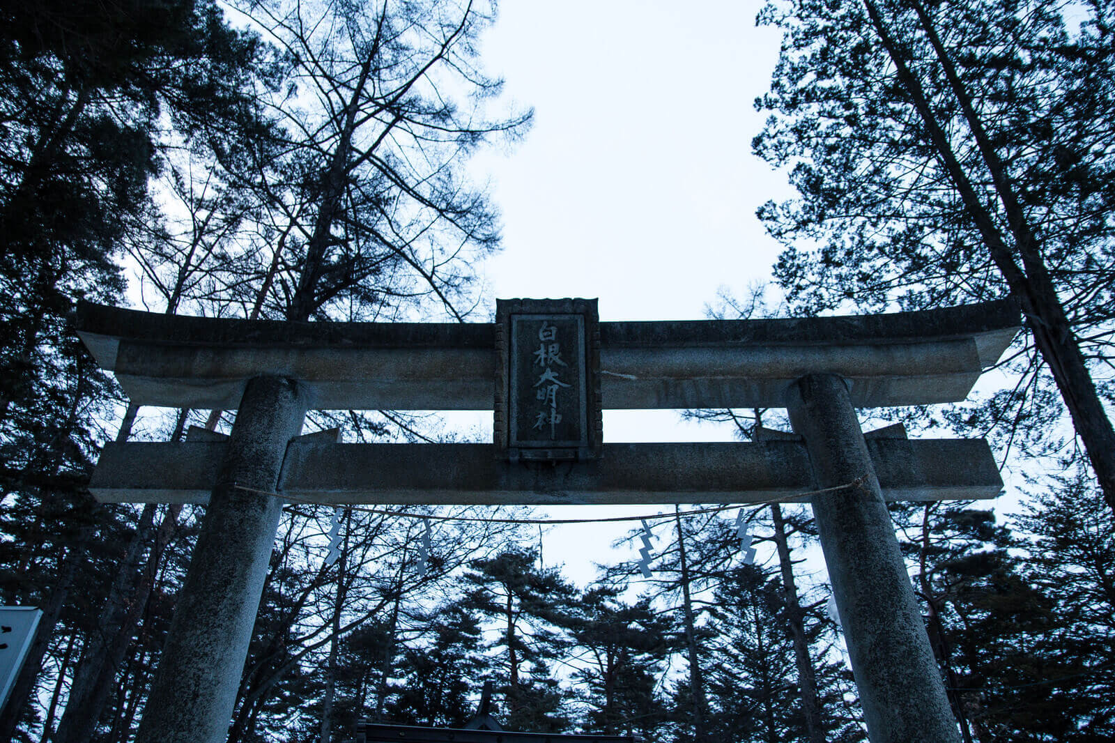 護符飾りの神社