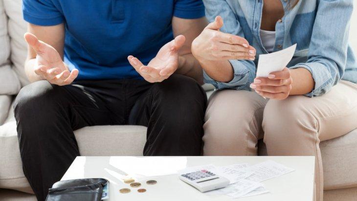 略奪婚で貧乏に?不倫の代償はお金ない問題に。