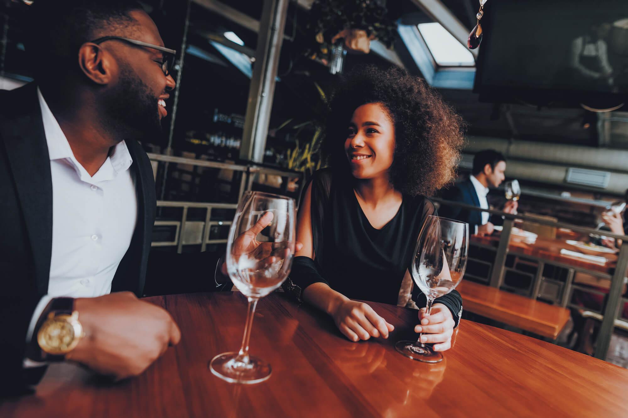 レストランのカップル