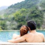 既婚者男性と旅行に誘われた!相手の心理とお泊りの法的リスクとは?