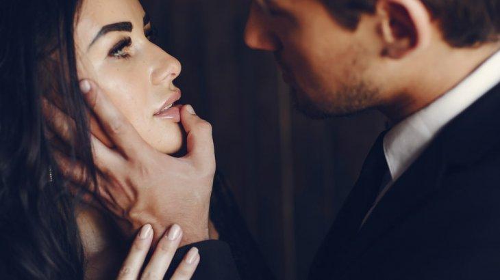 既婚者の上司が好きな部下にとる態度はコレ!部下に恋することはある?