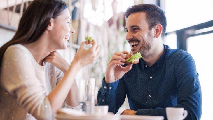 既婚者と二人で食事からのキス!彼の心理が知りたい